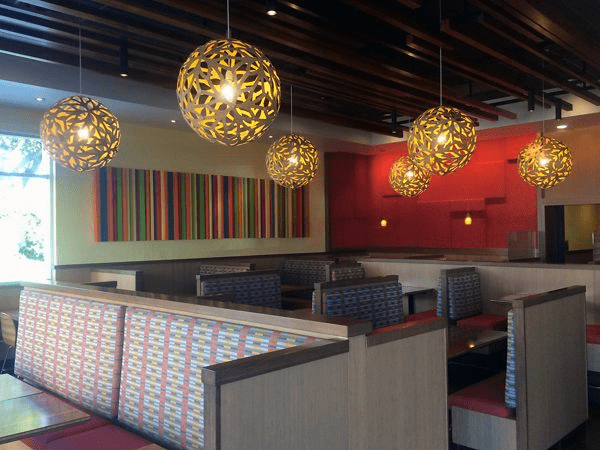 Loa Bose FreeSpace được lắp đặt tại Veggie Grill với âm thanh để phù hợp với nhà hàng ẩm thực.