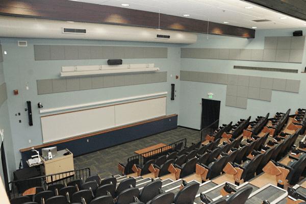 Không gian phòng thí nghiệm truyền thông đại học Towson được trang bị Bose Professional