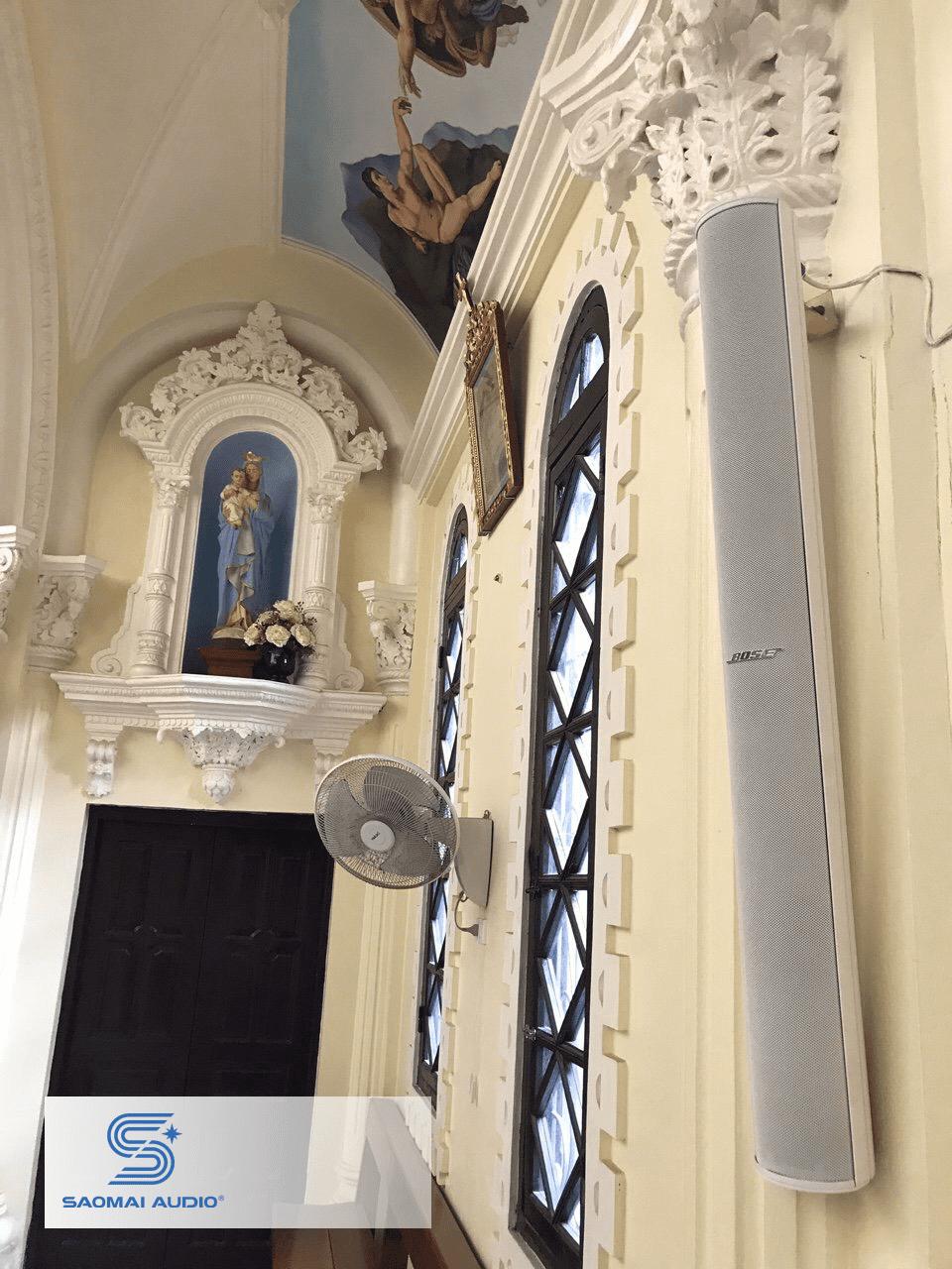 loa bose ma12 bên trong nhà thờ