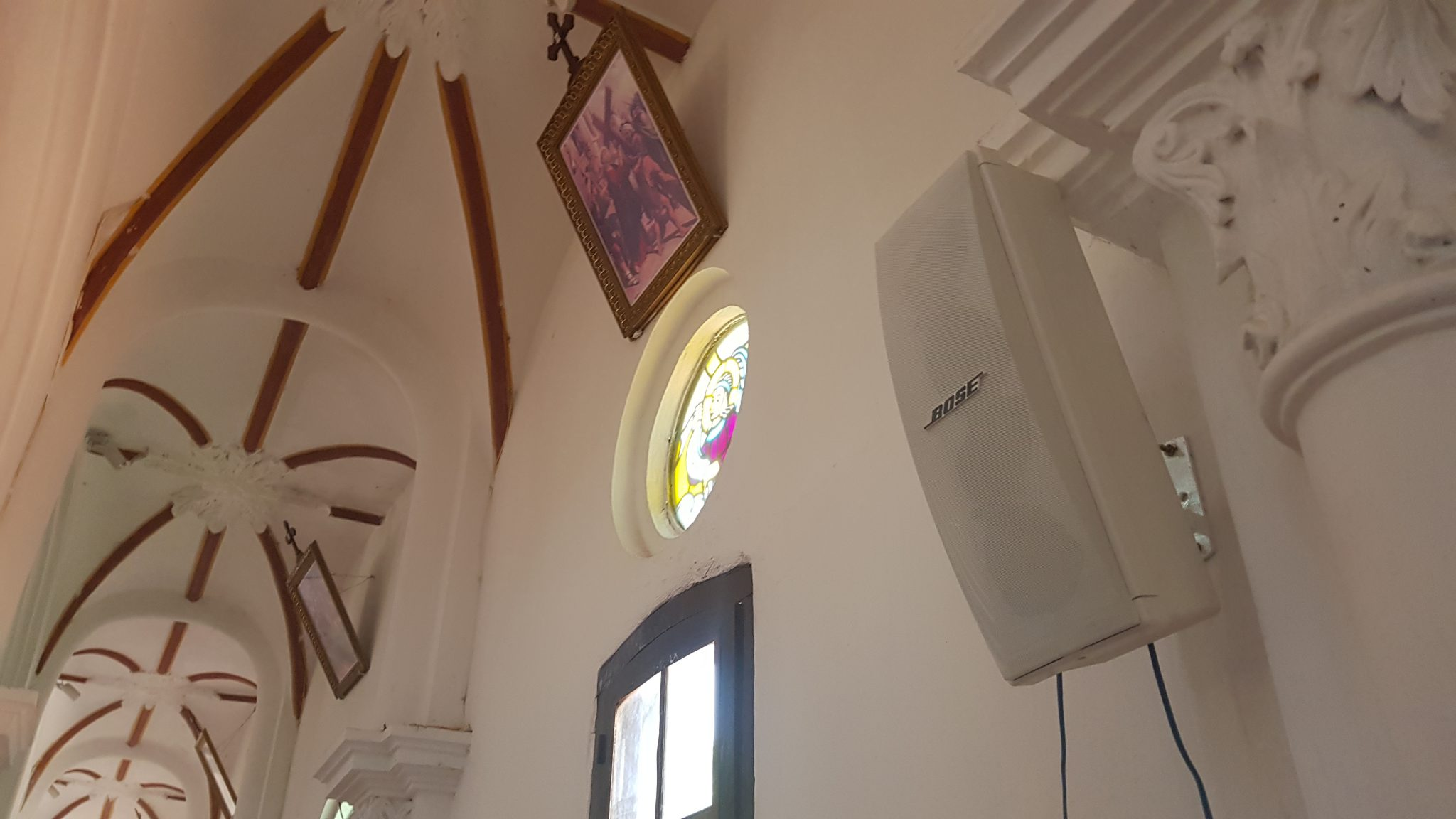 loa bose 402 series iv tại nhà thờ hòa khê